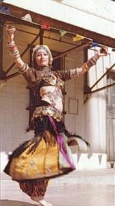 Macha Archer tánc közben